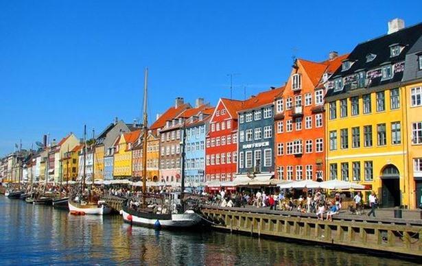 Canal-Nyhavn-de-Copenhage_thumb.jpg