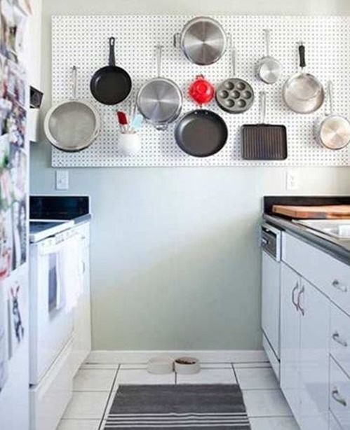 Ideas pr cticas para organizar la cocina con estilo for Colgar utensilios de cocina