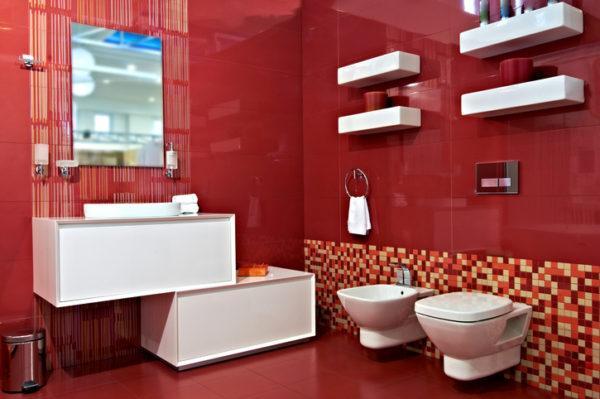 banos de color rojo brillante