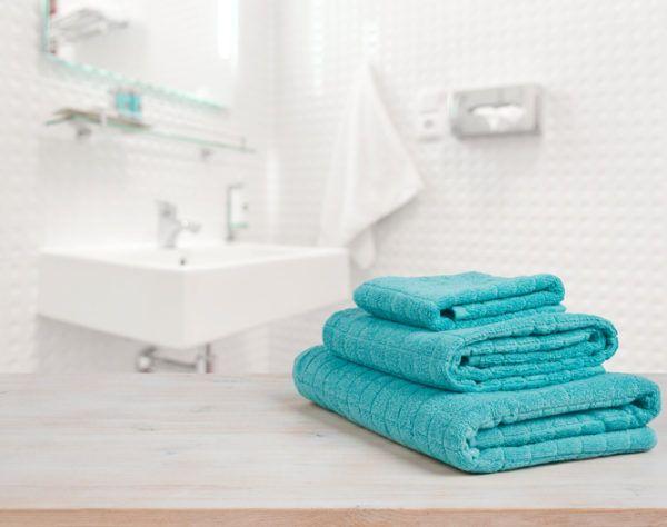 Banos modernos toallas verdes