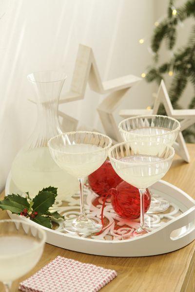 buenas-ideas-mesas-de-navidad-jarra-y-copas-ninos-elmueble