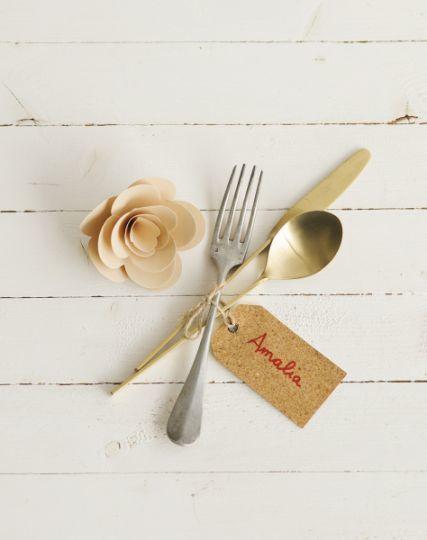 buenas-ideas-mesas-de-navidad-nombre-de-invitados-elmueble