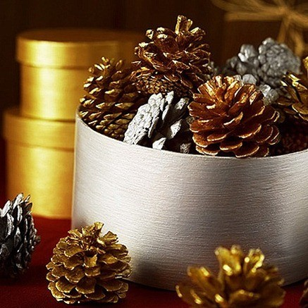 christmas-painted-pine-cones_thumb_thumb.jpg