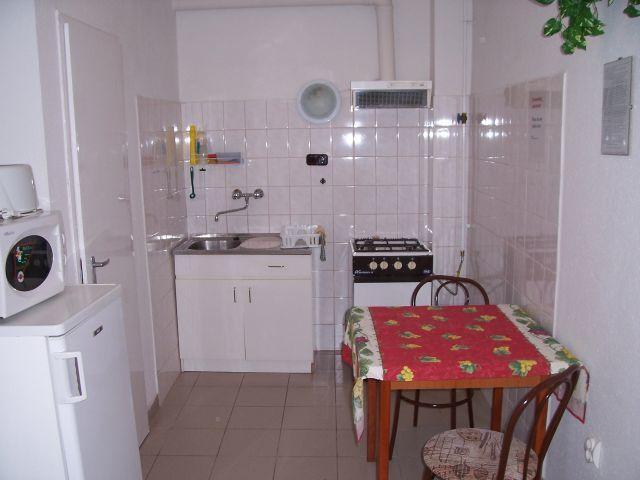 Como decorar una cocina que tiene un espacio peque o for Como acomodar una casa pequena