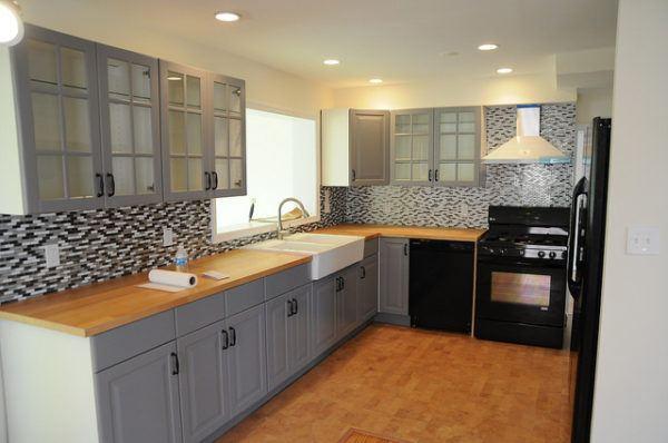 Los mejores dise os de cocinas grises 2018 blogdecoraciones - Cocinas blancas y gris ...