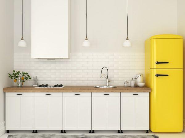 Cocinas pequenas blancas frigo amarillo