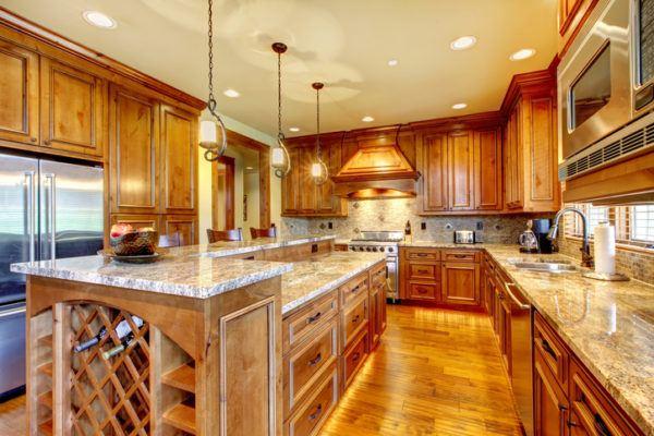 Cocinas rusticas de madera iluminacion