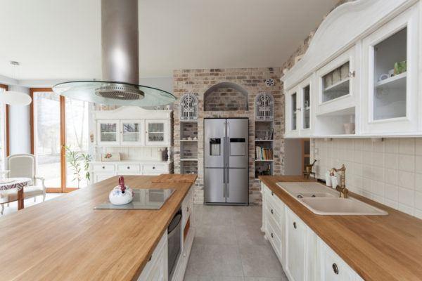 Cocinas vintage con pared de ladrillo