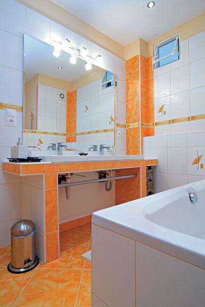 3 claves para tener un ba o moderno por poco dinero for Great un bano con paredes en naranja de
