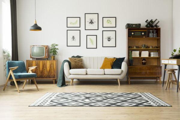 Como decorar la pared del sofa  cuadros