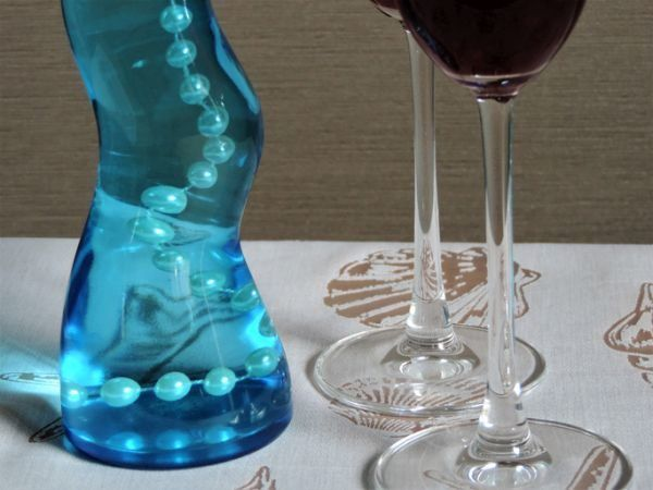 decoracion-con-jarrones-de-cristal-collar-istock