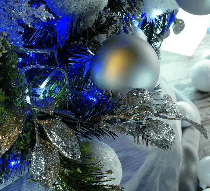 C mo decorar un rbol de navidad blogdecoraciones - Como decorar un arbol de navidad azul ...
