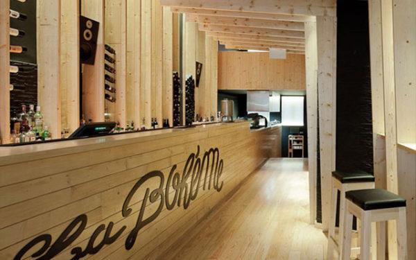 decorar-una-barra-de-bar-tipografia-de-madera