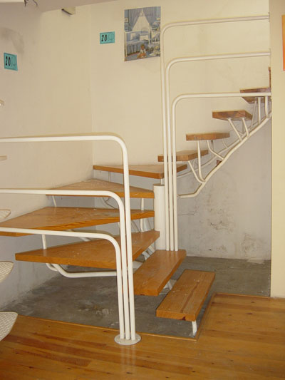Las escaleras blogdecoraciones for Como hacer una escalera de madera para segundo piso