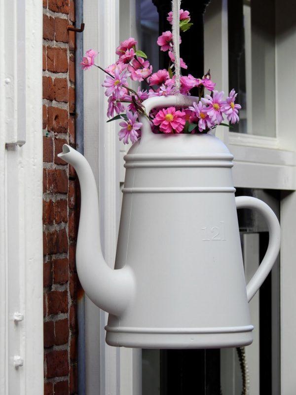 claro en este caso la cantidad de flores varia dependiendo del tamao del jarrn no son necesarias tantas con una es suficiente si el