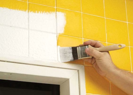 Baño Pintado De Amarillo: necesidad de imprimación seca en unas 4 horas y es fácil de limpiar