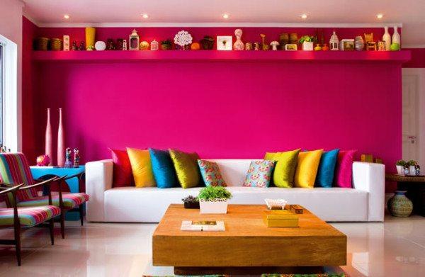 paredes-pintadas-salon-rosa-cojines-raso-multicolor