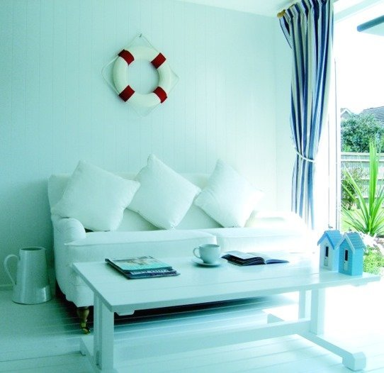 white-room-nautical-theme-582x564_thumb.jpg